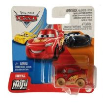 Auta. Mikroauto Muddy Lighting McQueen Mattel